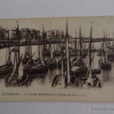 Postales: LE TRÉPORT: LA FLOTTILLE DES PÉCHEURS ET L´ENTRÉE DU PORT. Lote 48551771