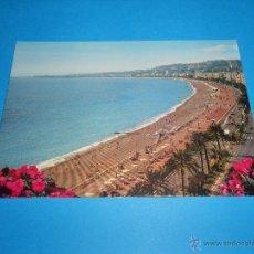 Postales: POSTAL LA PROMENADE DES ANGLAIS ET LA PLAGE - NIZA (ALPES-MARITIMES) - SIN CIRCULAR - NICE. Lote 54729334