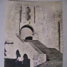Postales: ANTIGUA POSTAL FOTOGRÁFICA DE GIBRALTAR. AMERICAN WAR MEMORIAL. 15X10 CM, SIN CIRCULAR.. Lote 72376599