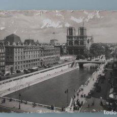 Postales: ANTIGUA POSTAL BLANCO Y NEGRO DE PARIS NOTRE-DAME VISTA DESDE LA PLAZA ST-MICHEL – AÑOS 30. Lote 86000672