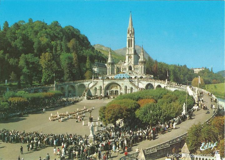 LOURDES (FRANCIA) LOS ENFERMOS ASISTIENDO AL CALVARIO - EDITIONS A. DOUCET A 52 - S/C (Postales - Postales Extranjero - Europa)