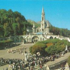 Postales: LOURDES (FRANCIA) LOS ENFERMOS ASISTIENDO AL CALVARIO - EDITIONS A. DOUCET A 52 - S/C. Lote 86334484