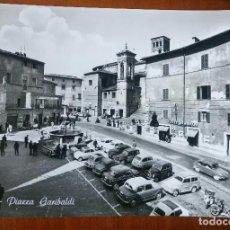 Postales: ANTIGUA POSTAL. PLAZA GARIBALDI. ITALIA. COCHES JUNTO A LA FUENTE. . Lote 86360872