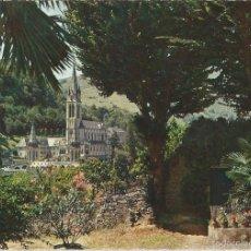 Postales: LOURDES (FRANCIA), LA BASÍLICA - ED. P. DOUCET Nº 31 - CIRCULADA 1967. Lote 88975916