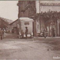 Postales: BARCELONNETTE DES ALPS (FRANCIA) - CALLE CON AUTOBUS DE EPOCA. Lote 97541071