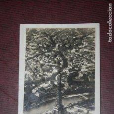 Postales: PARIS LA TORRE EIFFEL, FOTO AÉREA , ESCRITA EN EL AÑO 1929. Lote 98093371