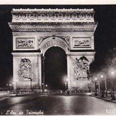 Postales: FRANCIA PARIS ARCO DE TRIUNFO VISTA NOCTURNA 1958 POSTAL CIRCULADA . Lote 115170343