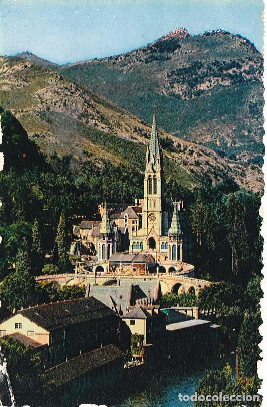 FRANCIA LOURDES LA BASILICA 1956 POSTAL CIRCULADA (Postales - Postales Extranjero - Europa)