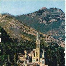 Postales: FRANCIA LOURDES LA BASILICA 1956 POSTAL CIRCULADA. Lote 115587683