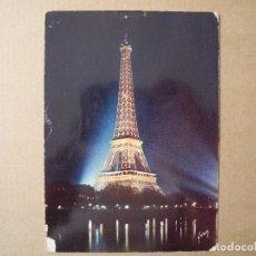 Postales: PARÍS EN FLÀNANT. LA TOUR EIFFEL ILLUMINÉE. ED. YVON. ESCRITA.. Lote 133475134