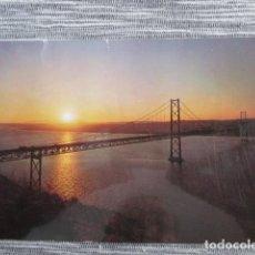 Postales: 6085 PORTOGALLO PORTUGAL LISBOA LISBON LISBONNE PONTE 25 DE ABRIL POR DO SOL 1980. Lote 147104270