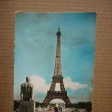 Postales: POSTAL PARIS - LA TOUR EIFFEL VUE DU PALAIS DE CHAILLOT - CIRCULADA. Lote 151314778