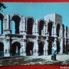 Postales: POSTAL FRANCIA ARLES ARLESIENNE DEVANT LES ARENES. Lote 153483189