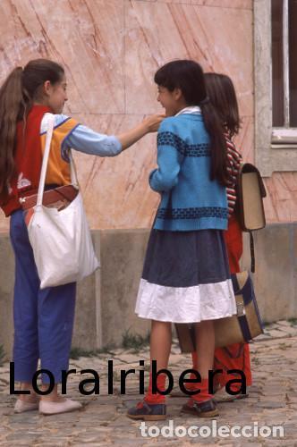 DIAPOSITIVA PORTUGAL LOULÉ ALTE 1985 KODACHROME 35MM SLIDE ALGARVE FREGUESIA MUJER RETRATO (Postales - Postales Extranjero - Europa)