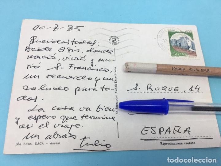 Postales: POSTAL DE ASSISI (ITALIA), CURASADA Y FECHADA EN 1985 - Foto 2 - 170420708