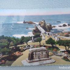 Postales: BIARRITZ LA ROCHER DE LA VIERGE MONUMENTO A LOS CAÍDOS POSTAL FOTOGRAFICA ANTIGUA COLOREADA. Lote 176075105