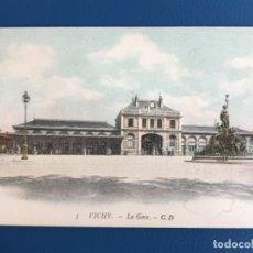 Postales: VICHY FRANCIA ANTIGUA POSTAL 3 LA GARE G.D. ESTACION DE TREN DE VICHI 1900 SIN CIRCULAR. Lote 177020027