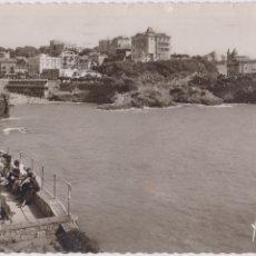 Postales: BIARRITZ, LA BAHIA DEL PUERTO VIEJO - I.B. 1274 - CIRCULADA 1953. Lote 180331741