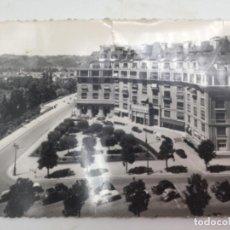 Postales: POSTAL. UN RINCÓN DEL BOULEVAR SUR DE LOS PIRINEOS. CON SELLO DE ESPAÑA. MATASELLOS 1960. Lote 193078085