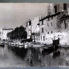 Postales: POSTAL MARTIGUES FRANCIA LA VENISE PROVENÇAL LE VIEUX PORT GABY CIRCULADA SELLO 1956. Lote 194292188