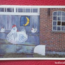 Postales: POSTAL POST CARD LEICA FOTO GALLINAS POLLITOS PINTADOS EN PUERTA CHICKEN WALL PAINTINGS PINTURAS..... Lote 194584358