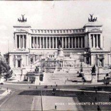 Postales: ROMA. MONUMENTO A VITTORIO EMAN. II. USADAA CON SELLO. BLANCO/NEGRO. Lote 194663221