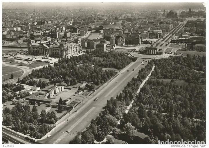 == C457 - POSTAL - BERLIN - STREET OF THE 17TH JUNE AND BRANDERBURGER TOR (Postales - Postales Extranjero - Europa)