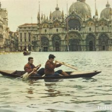 Postales: ITALIA. VENECIA. VENEZIA. PLAZA SAN MARCOS. MAREA ALTA. AÑOS 1960 Y 1970. 15X10 CM. BUEN ESTADO.. Lote 220661922