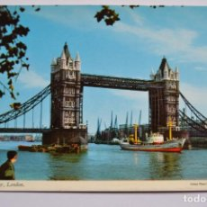 Postales: POSTAL. TOWER BRIDGE, LONDON. JOHN HINDE. NO ESCRITA.. Lote 222428391
