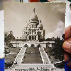 Postales: POSTAL PARÍS LE SACRE COEUR DE MONTMARTRE ET L'ESCALUER MONUMENTAL 1960 ESCRITA. Lote 234053340