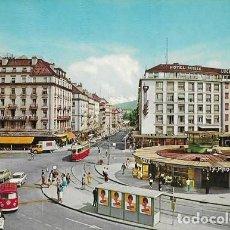 Postales: GENEVE, LA RUE DU MONT BLANC ET LE MONT BLANC (COCHES ANTIGUOS Y TRAMVIA). Lote 237058340