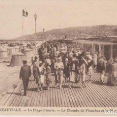 Postales: FRANCIA DEAUVILLE EL CAMINO DE PLANCHAS DE LA PLAYA 1934 POSTAL CIRCULADA. Lote 245385935