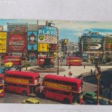 Postales: LONDON 1975 - PICCADILLY CIRCUS - JOHN HINDE 3L65 - CIRCULADA. Lote 246097350