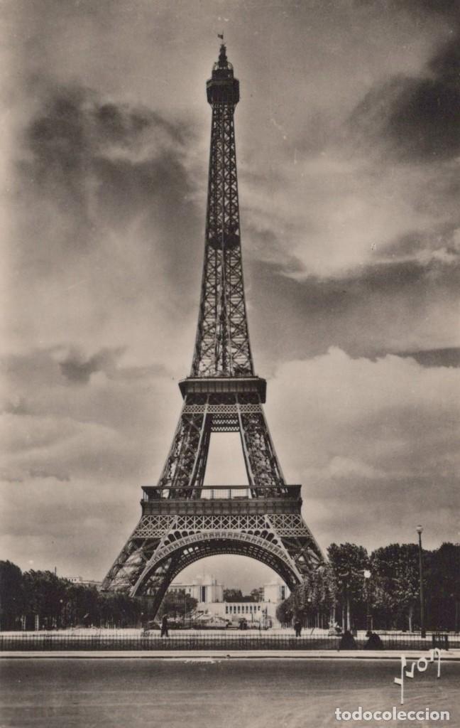 POSTAL PARIS EN FLANANT - LA TOUR EIFFEL - EDITIONS D'ART - YVON (Postales - Postales Extranjero - Europa)