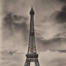 Postales: POSTAL PARIS EN FLANANT - LA TOUR EIFFEL - EDITIONS D'ART - YVON. Lote 260321755
