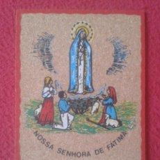 Postales: CORK POST CARD CARTE POSTALE PORTUGAL POSTAL DE CORCHO NUESTRA SEÑORA DE FÁTIMA NOSSA SENHORA VIRGEN. Lote 277565603