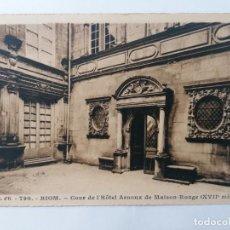 Postales: POSTAL RIOM, PATIO DEL HOTEL ARNOUX DE MAISON-ROUGE, CIRCULADA 1931. Lote 296717078