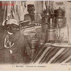 Postales: POSTAL DE VENDEDOR DE OBJETOS DE COBRE Y MANTAS - PROTECTORADO MARRUECOS. Lote 881279