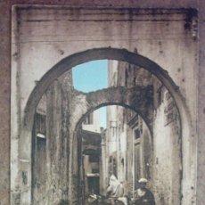 Postales: POSTAL ANTIGUA - LARACHE -UNA CALLE TYPICA . Lote 24020114