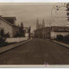Postales: FERNANDO POO.- SANTA ISABEL.- UNA CALLE Y TORRES DE LA CATEDRAL. FRANQUEADO Y FECHADO CON SELLO -. Lote 27770275