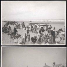 Postales: 2 FOTOGRAFIAS DE CABO JUBY -LA MIA EN CAMELLO DURANTE LA FORMACION PARA IZAR LA BANDERA TRICOLOR. Lote 30892874