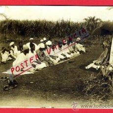 Postales: POSTAL FERNANDO POO, SANTA ISABEL, REUNION O REZANDO INDIGENAS ??, FOTOGRAFICA ,ORIGINAL, AF40. Lote 37769724