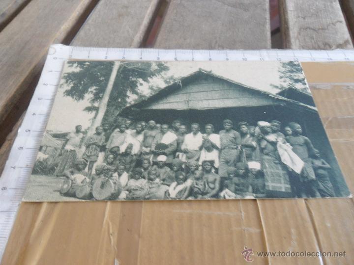 FOTO TARJETA POSTAL PRINCIPIOS SIGLO XX GUINEA UN POBLADO PABELLON COLONIAL IBERO AMERICANA SEVILLA (Postales - Postales Temáticas - Ex Colonias y Protectorado Español)