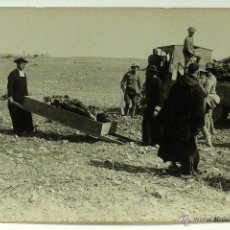 Postales: FOTO POSTAL MONTE ARRUIT CAMPAÑA DEL RIF 1921 GUERRA MARRUECOS RECOGIDA CADÁVERES CURAS SIN CIRCULAR. Lote 49635278