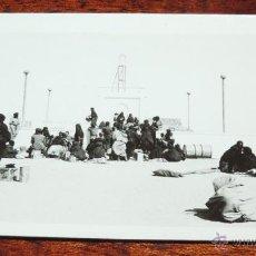Postales: FOTOGRAFIA DE VILLA CISNEROS, SAHARA ESPAÑOL, AERODROMO MILITAR, MIDE 11,5 X 7 CMS.. Lote 170175038