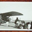 Postales: FOTOGRAFIA DE VILLA CISNEROS, SAHARA ESPAÑOL, AVION EN EL AERODROMO MILITAR, MIDE 11,5 X 7 CMS.. Lote 50100460