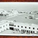 Postales: FOTOGRAFIA DE VILLA CISNEROS, SAHARA ESPAÑOL, AERODROMO MILITAR, MIDE 11,5 X 7 CMS.. Lote 50100510