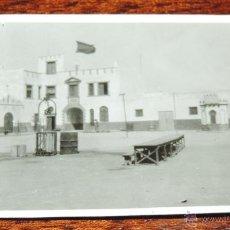 Postales: FOTOGRAFIA DE VILLA CISNEROS, SAHARA ESPAÑOL, FUERTE, MIDE 8,2 X 5,5 CMS.. Lote 50100660