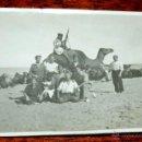 Postales: FOTOGRAFIA DE CABO JUBY, SAHARA ESPAÑOL, SOLDADOS Y POLICIA INDIGENA, AÑO 1932, MIDE 11 X 8 CMS.. Lote 50101941