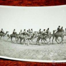 Postales: FOTOGRAFIA DE CABO JUBY, SAHARA ESPAÑOL, POLICIA INDIGENA A CAMELLO, AÑO 1932, MIDE 11 X 8 CMS.. Lote 50101985